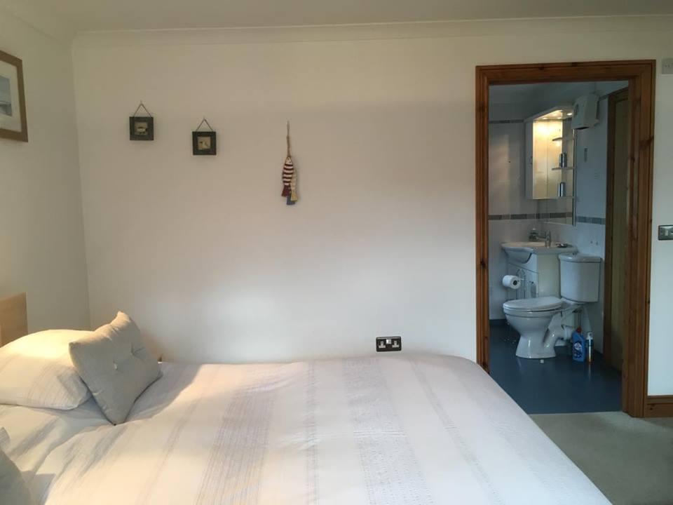 Lerryn bedroom looking through to en-suite